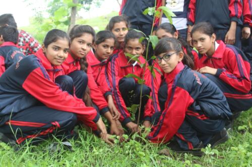Plantation by children at bioRe public school campus (1)